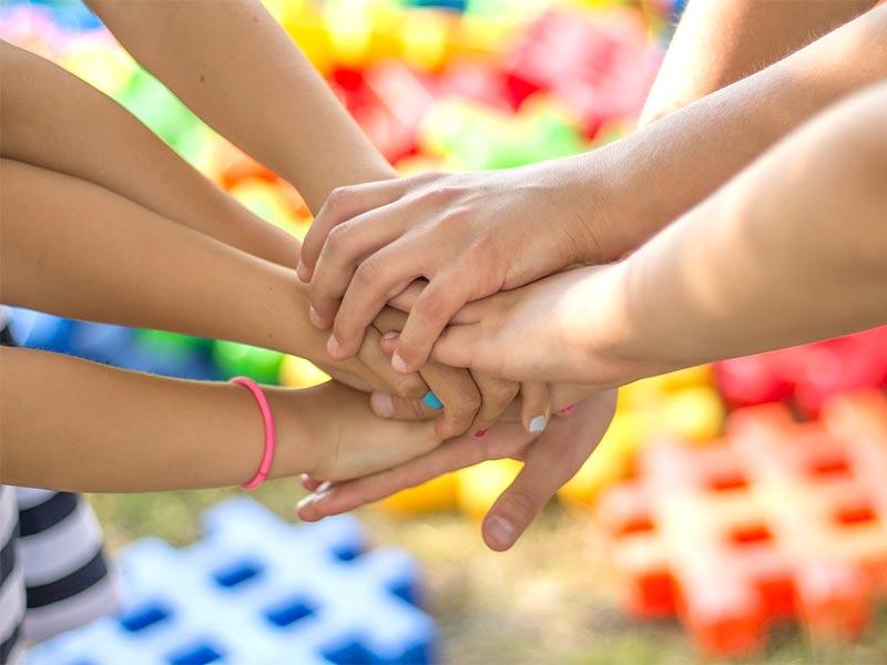 Отношения со сверстниками формируют фундамент личности